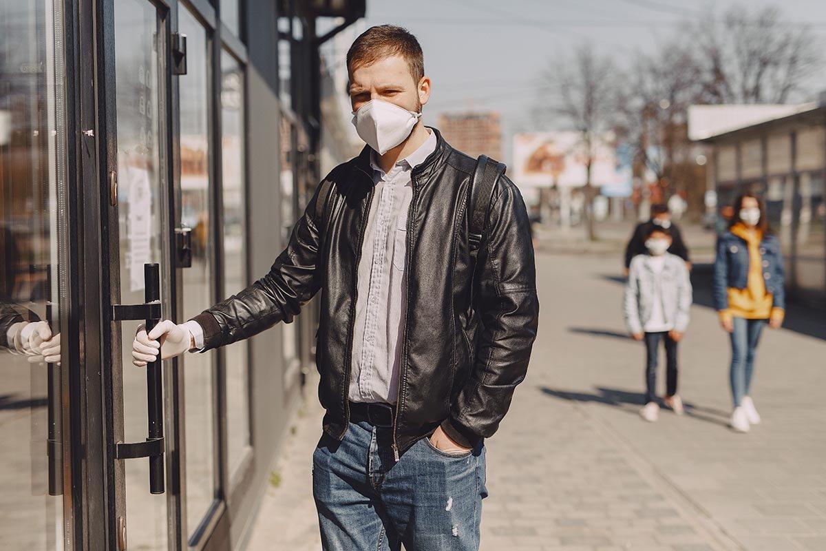 Что заставляет граждан принципиально ходить в маске даже на улице Здоровье,Безопасность,Вирус,Защита,Карантин,Люди,Маска,Общество,Пандемия,Правила