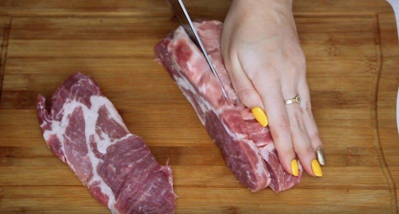 свиные отбивные в духовке с помидорами