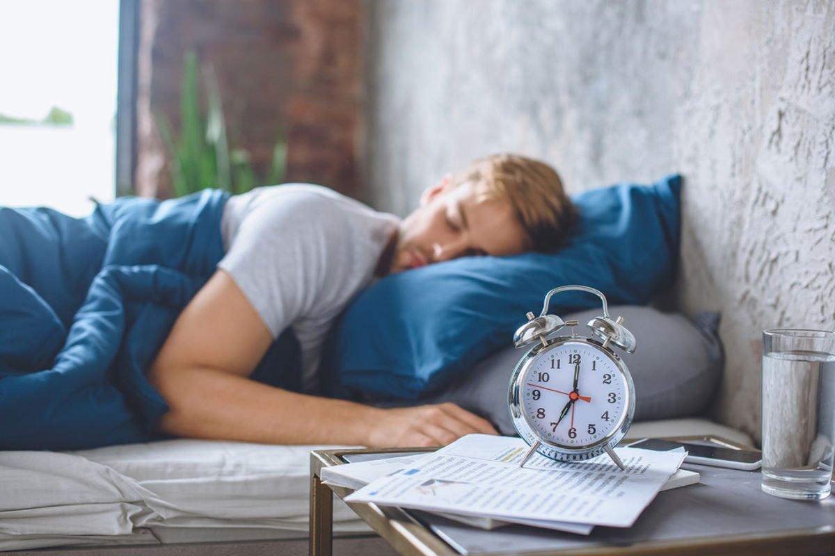 Сон под одеялом психологически необходим нам даже в жару