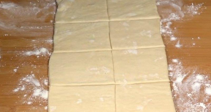 рецепт сосисок в слоеном тесте в духовке