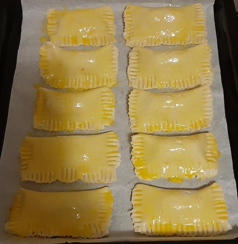 сосиски с сыром в слоеном тесте в духовке