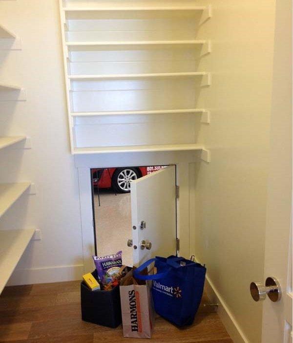 дверь между кухней и гаражом