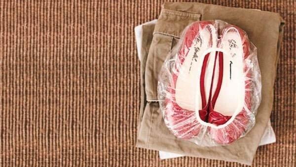обувь в шапочках для душа