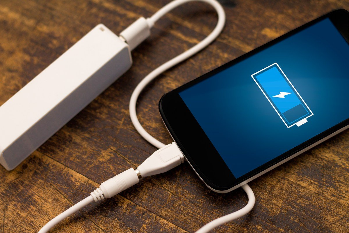 как заряжать смартфон после покупки