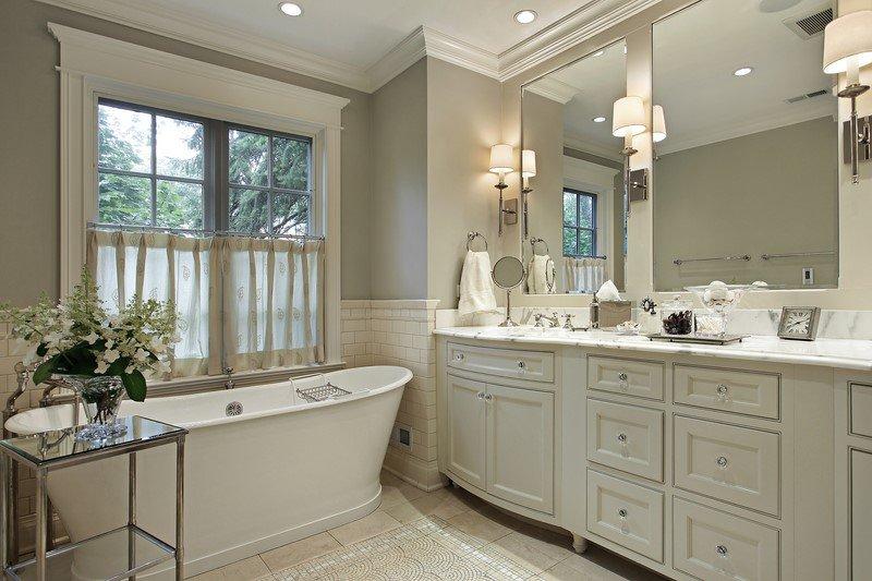 оформление полок в ванной