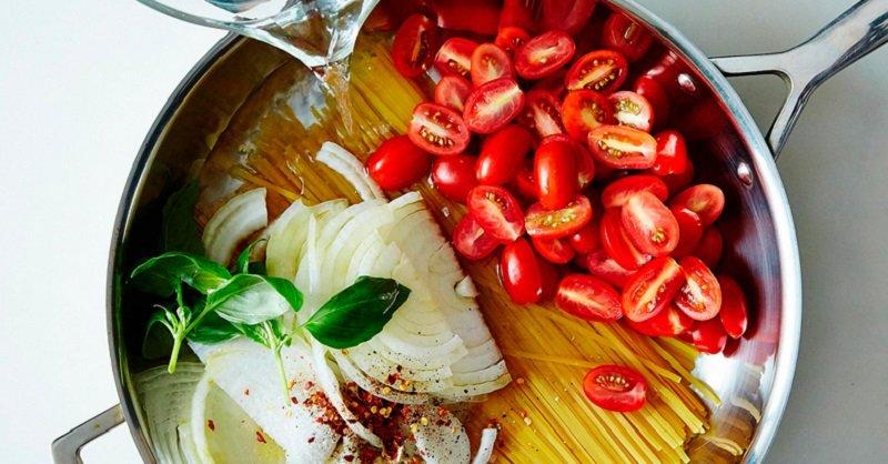 Как быстро приготовить вкусные спагетти: 11 минут и блюдо готово.