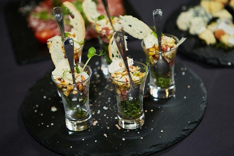 салат в маленьких стаканчиках фото