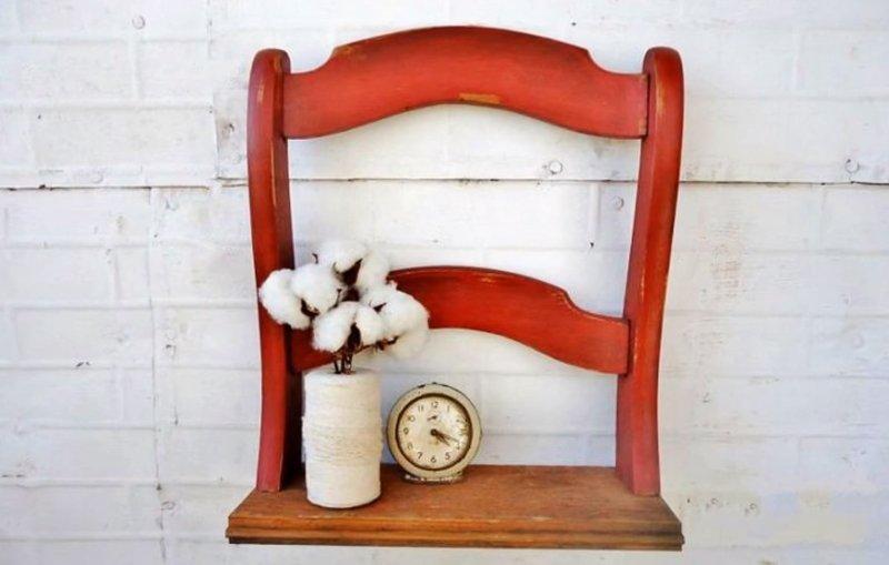 старые школьные стулья