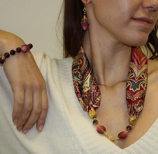 как связать стильный шарф спицами