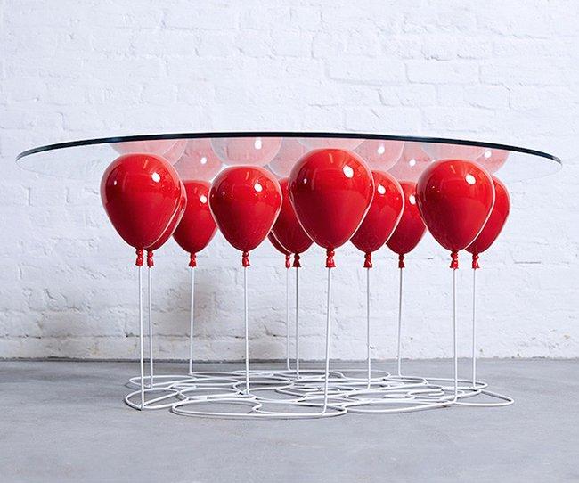 кофейный стол на воздушных шариках