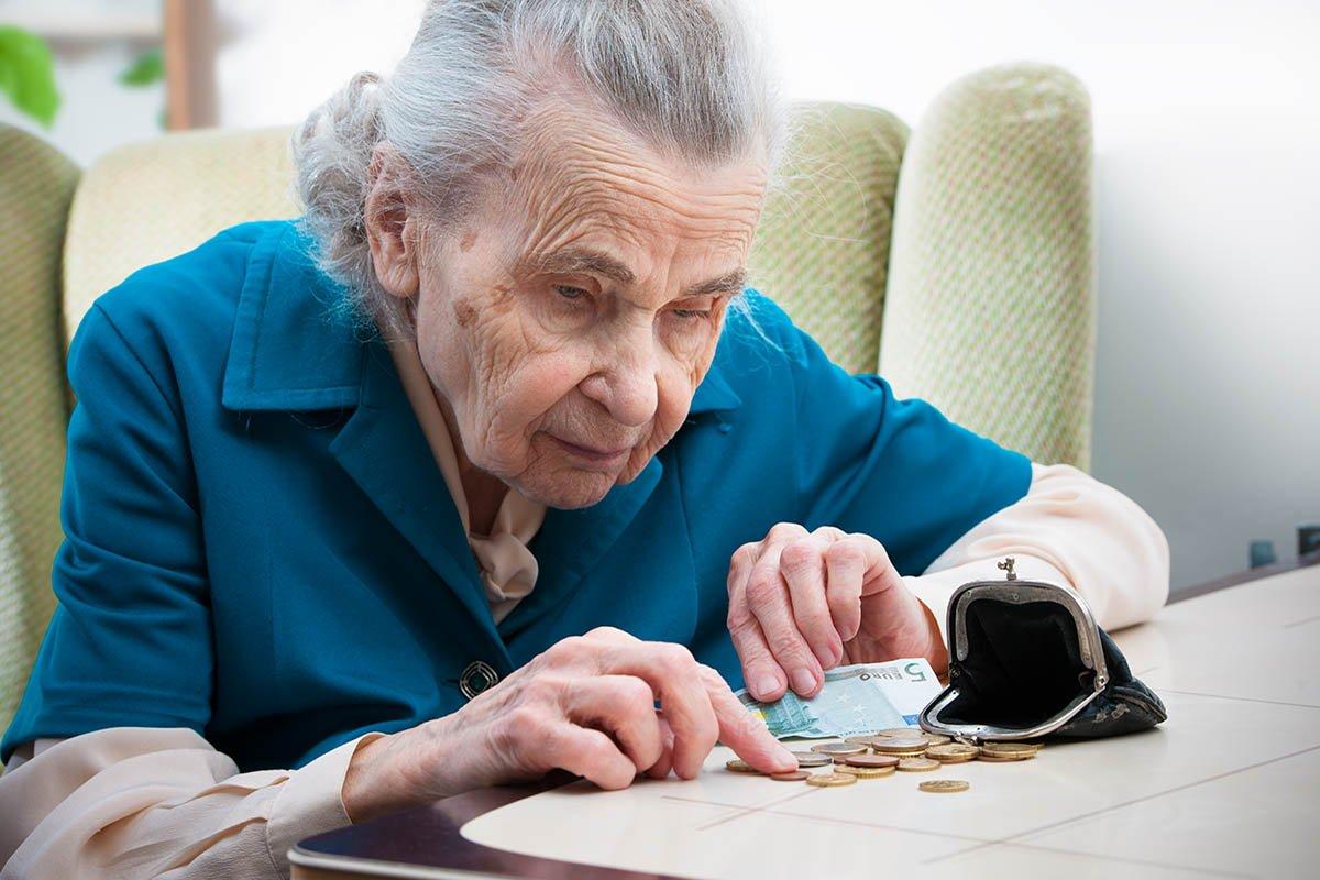 Невестка негодует, что я вечно покупаю ей самые дешевые подарки Советы,Внучка,Деньги,Невестка,Подарок,Свекровь,Семья,Ссора,Стоимость,Сын
