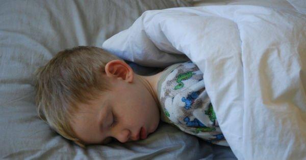 Совместный сон с ребенком. Стоит ли спать в одной постели?