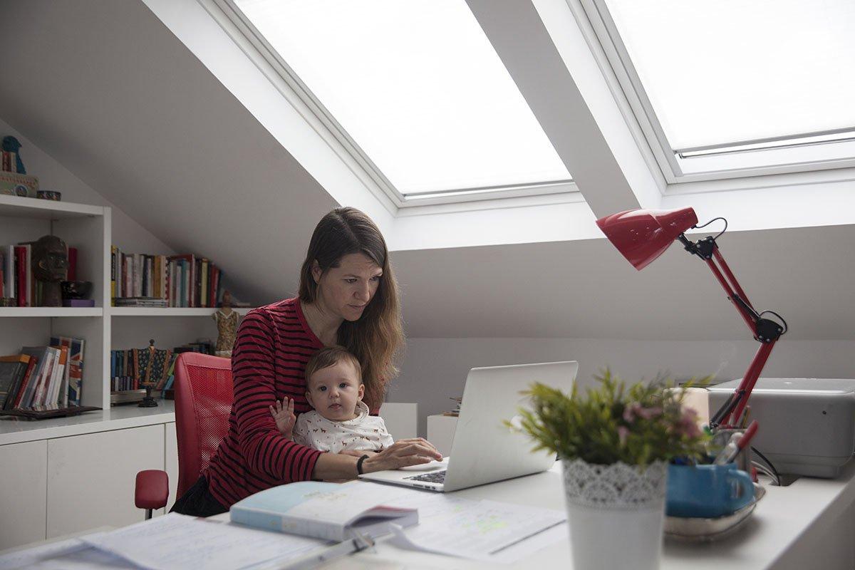 Девушка со стойкой трудоспособностью делится, как не потерять работу, если трудишься дома
