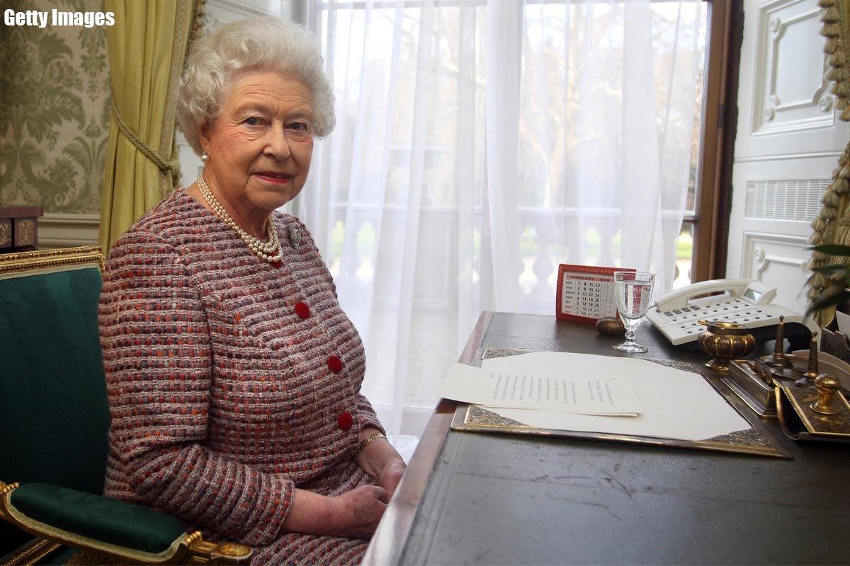 как одевается королева елизавета