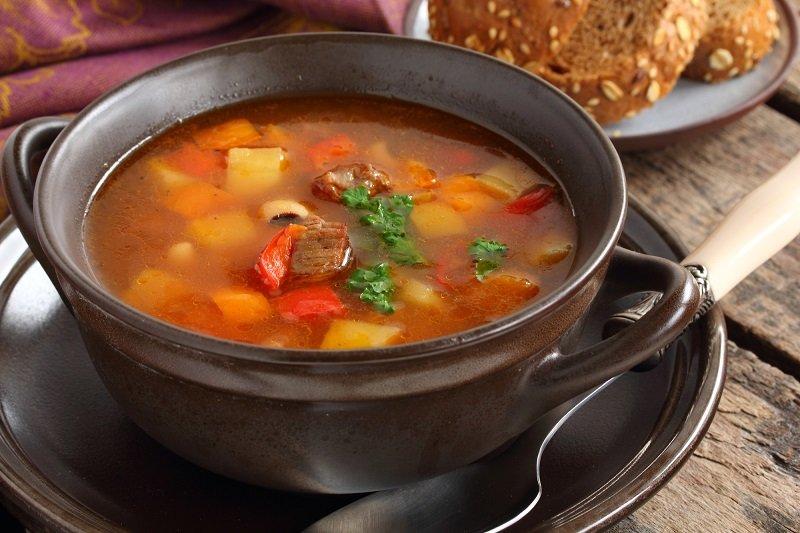 суп в большом горшке