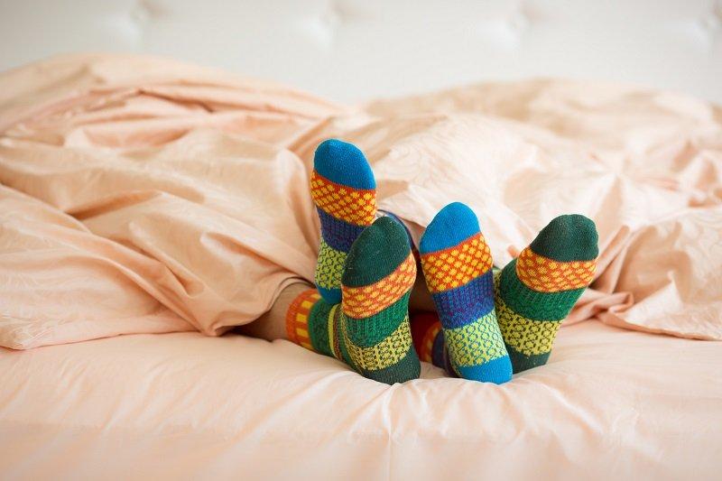 зачем одевать носки на ночь