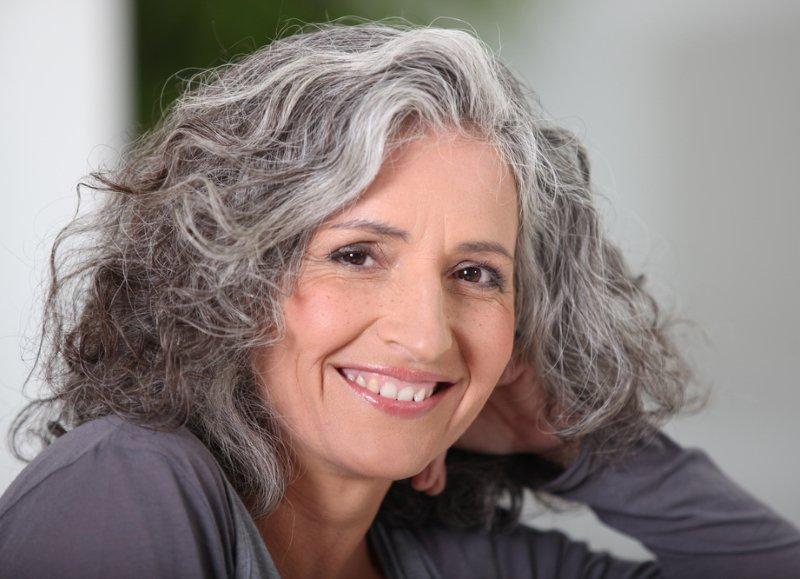 57-летняя блогерша Нина Бандони уверена, что каждой женщине после 50 нужно нарушать эти 4 заповеди