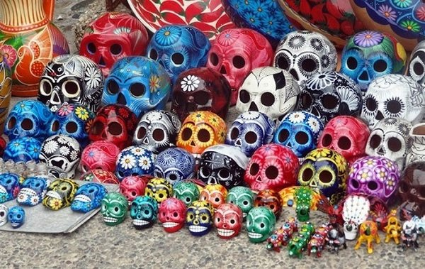 разноцветные черепа