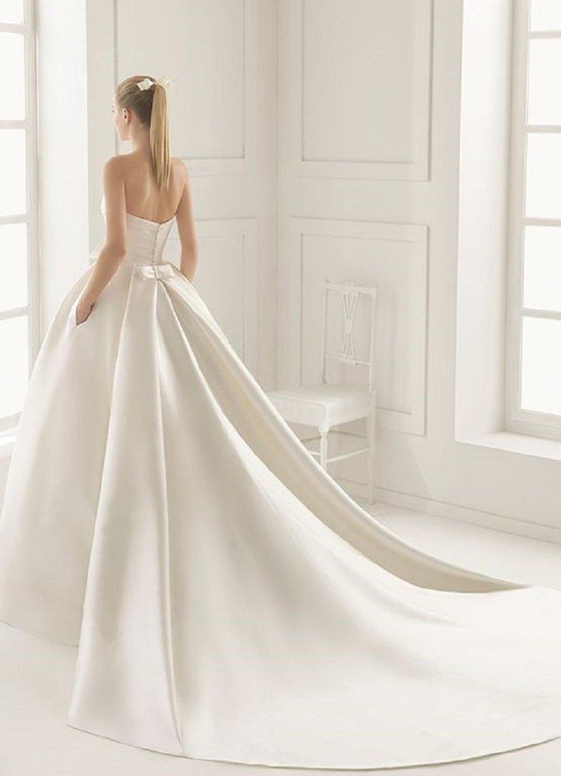 Свадебные откровенные платья