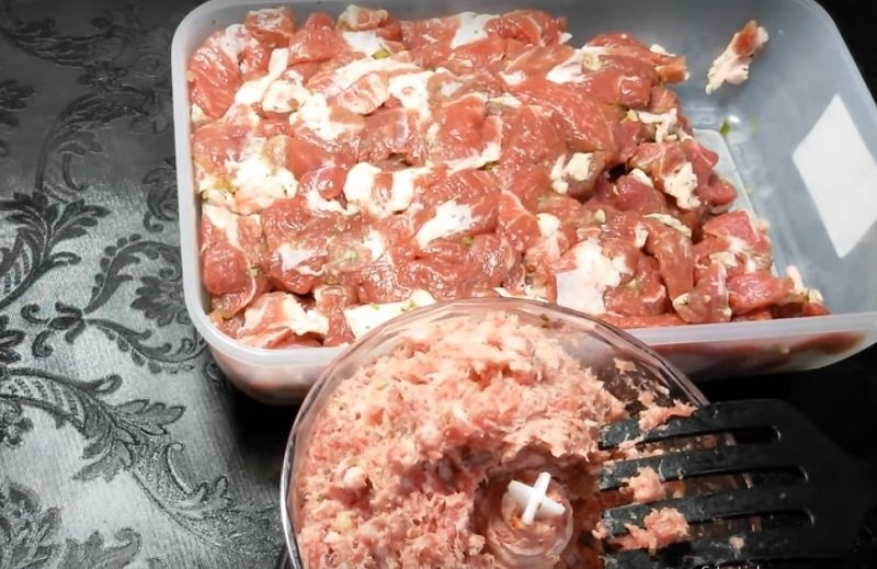 свиная колбаса в рукаве