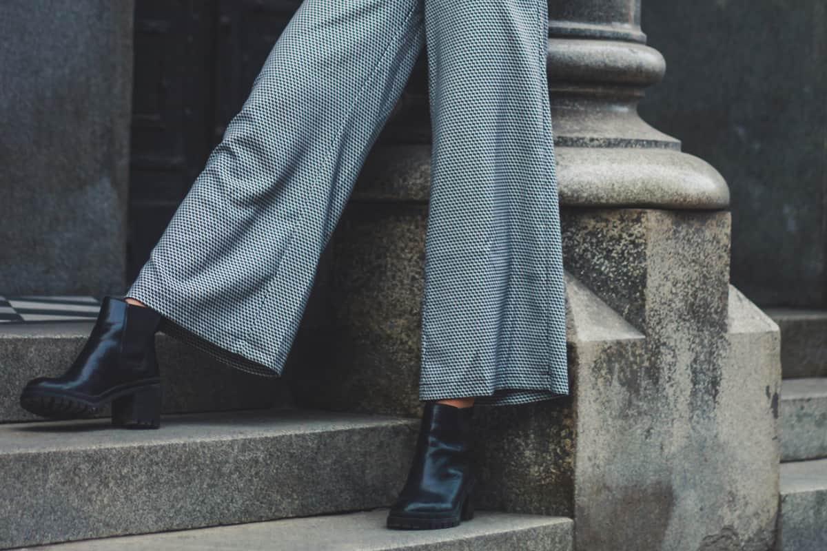Стильные комбинации со свободными брюками