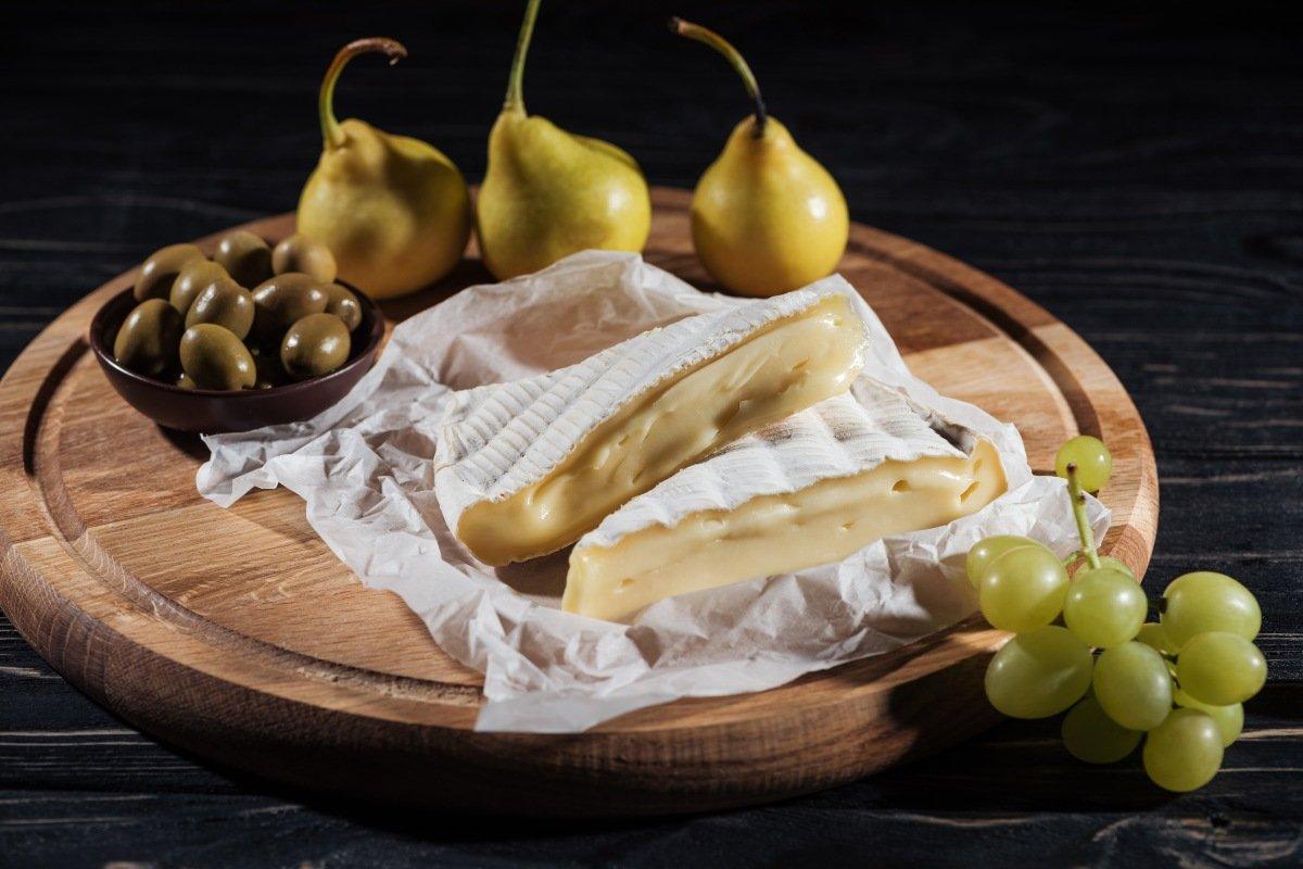 сыр с плесенью белой