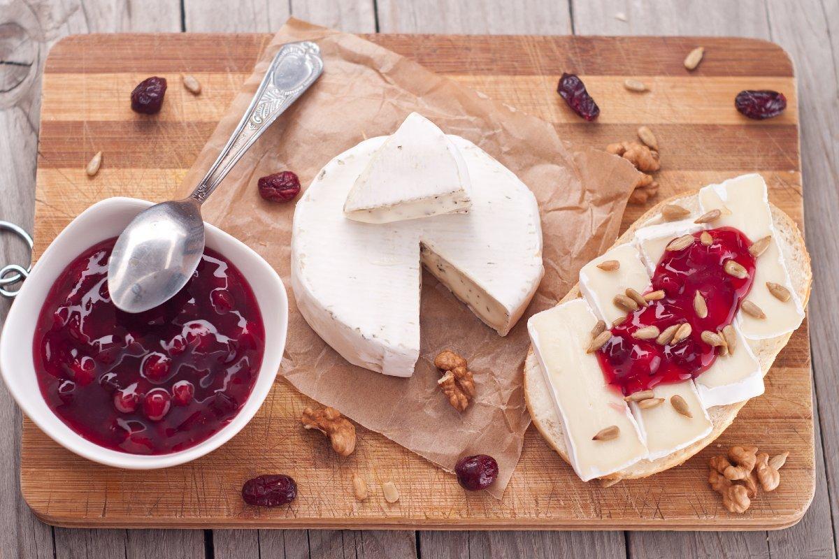 сыр бри с чем едят