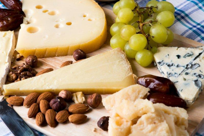 сырная тарелка из каких сыров