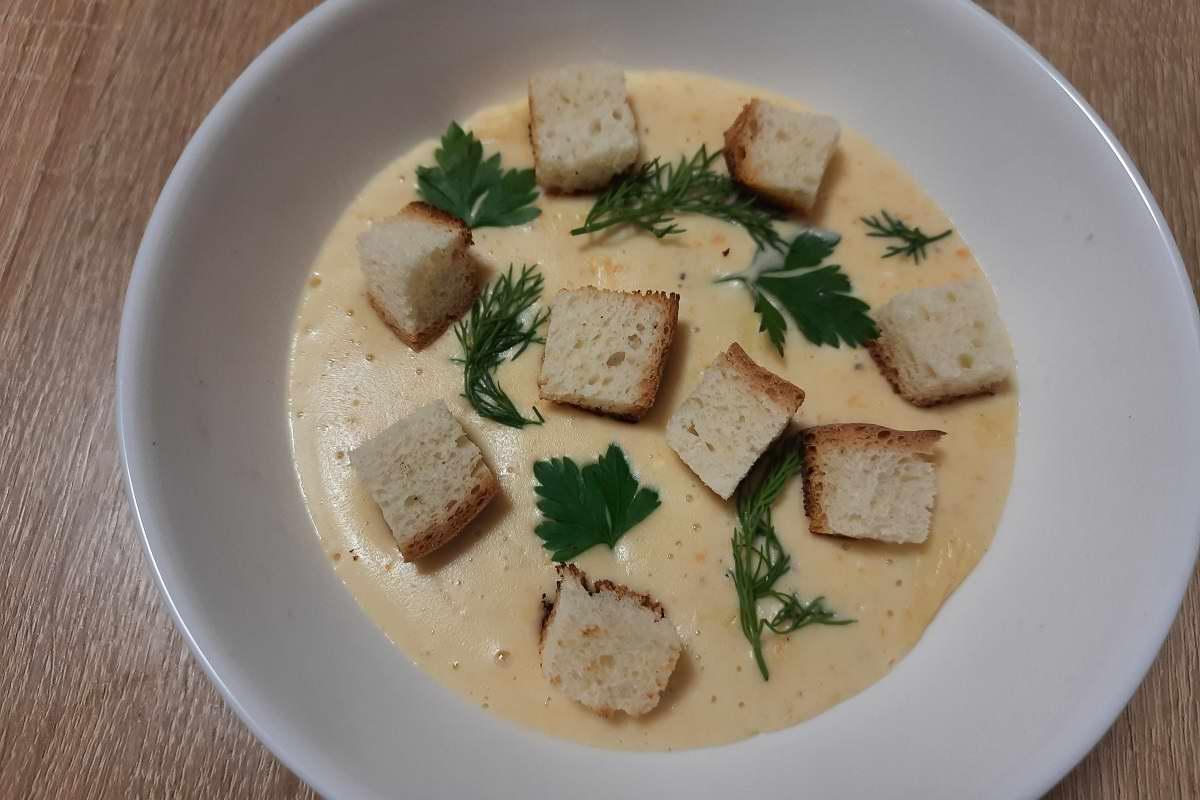 По словам французских поваров, ингредиенты «должны пожениться», я к супу так себе, но сырный реально крут Кулинария,Бекон,Картофель,Лук,Пюре,Супы