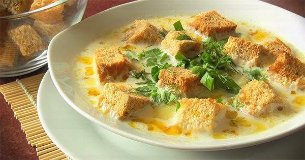 Этот сырный суп сможет приготовить каждый. А по вкусу — само совершенство!