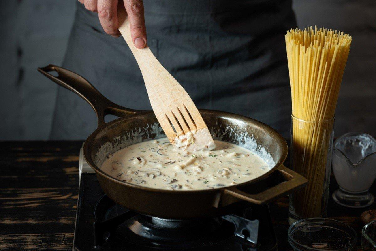 Ошибка, после которой портятся кастрюли и сковородки антипригарной, чтобы, боится, нужно, сковорода, после, использовать, впервые, посудой, заключается, можно, любят, следует, блюда, которые, сковороду, этого, масла, чрезмерного, частично