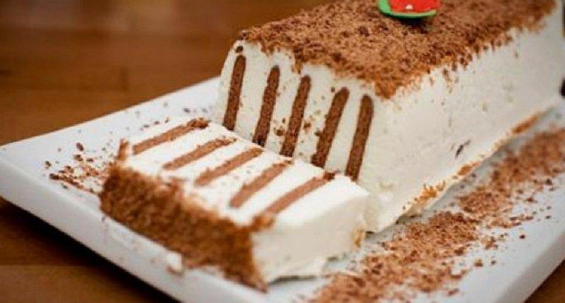 торт из творога и печенья и сметаны