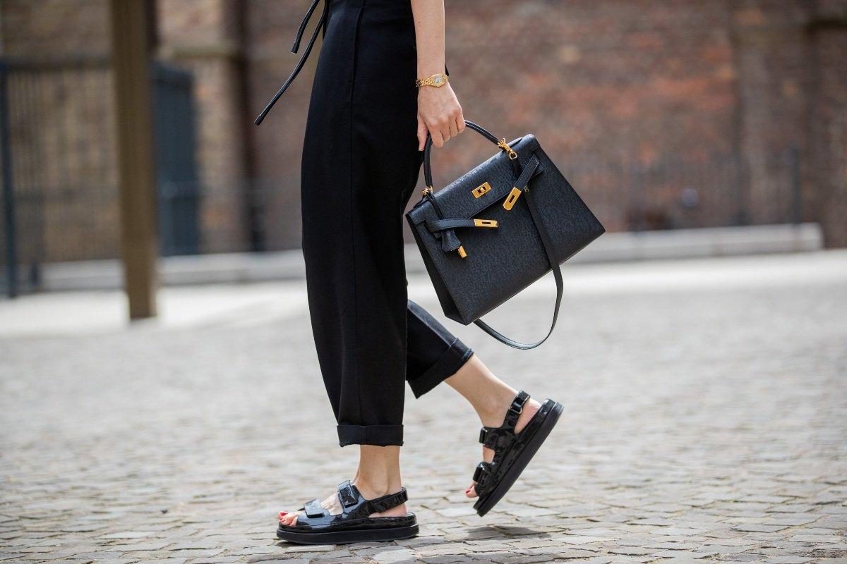 Какую обувь носить с воздушными летними платьями
