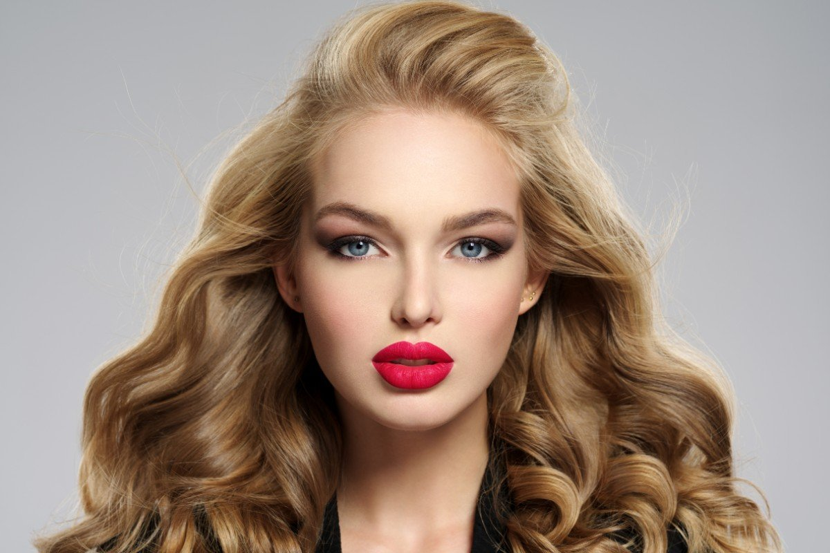 Продолжаю красить губы красной помадой, хоть муж и заявляет, что она меня старит Вдохновение,Советы,Здоровье,Косметика,Красота,Макияж,Мода,Тренды