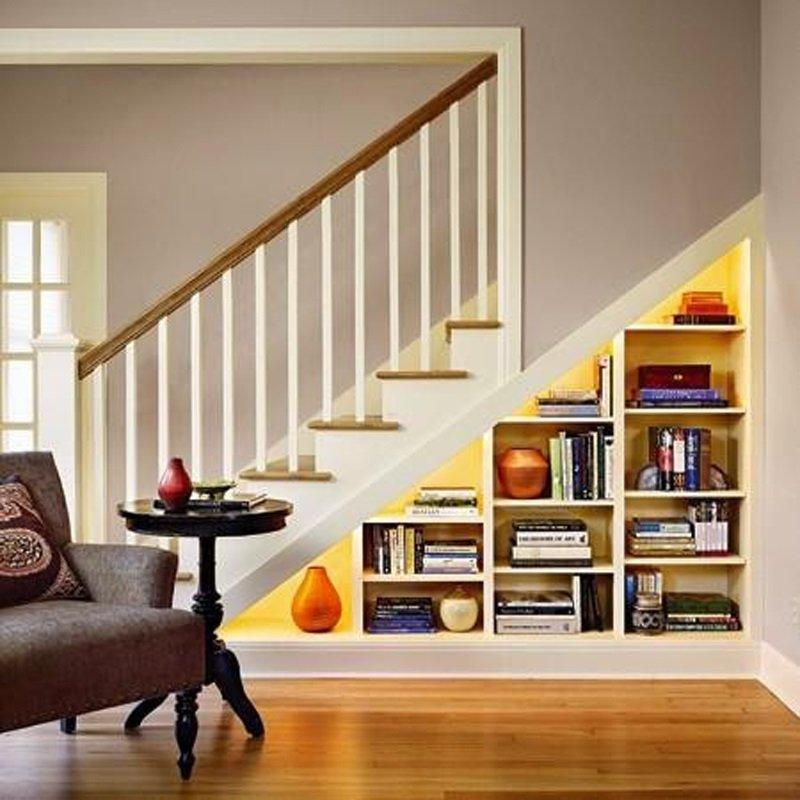 место под лестницей