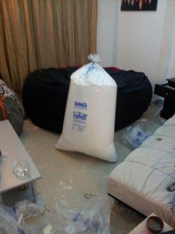 мешок в комнате