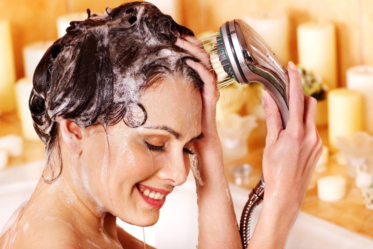 Зачем мастер в салоне стирает волосы, словно тряпочку