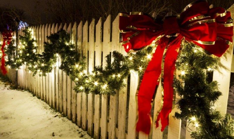 украсить двор к новому году