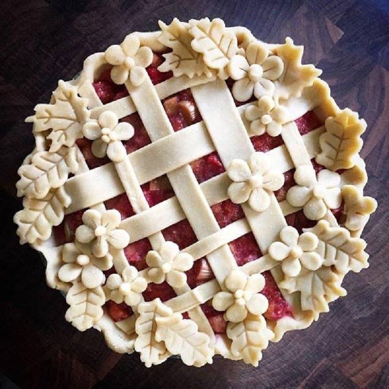 как украсить пирог из слоеного теста