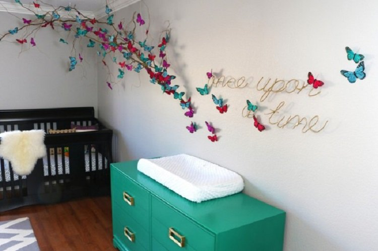 украсить стену в комнате