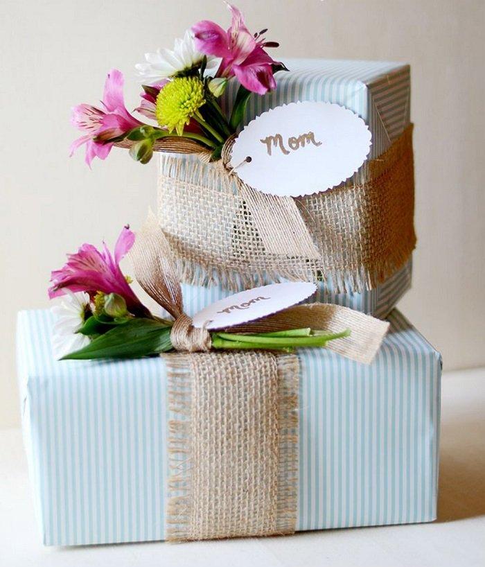 упаковка подарка с живыми цветами