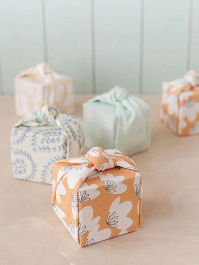 упаковка подарка тканью