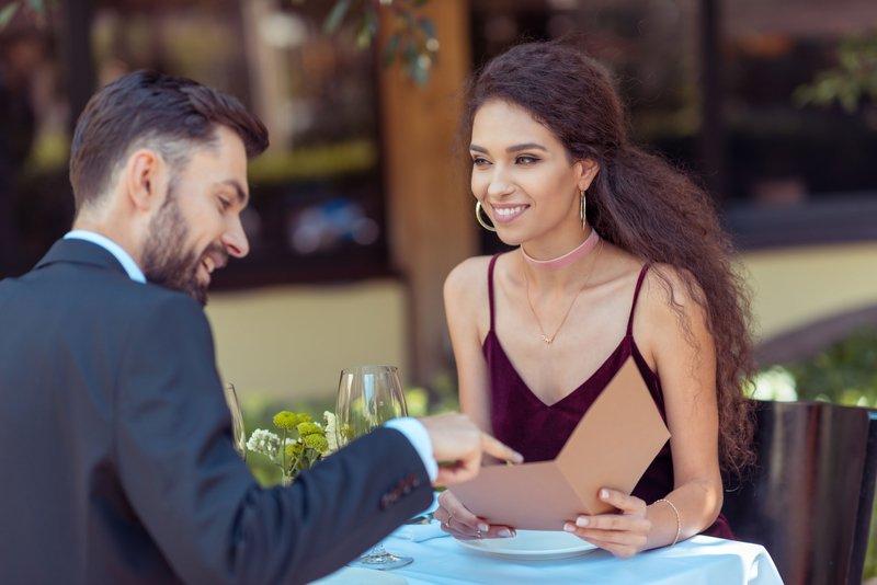 Как очаровать спутницу своей вежливостью