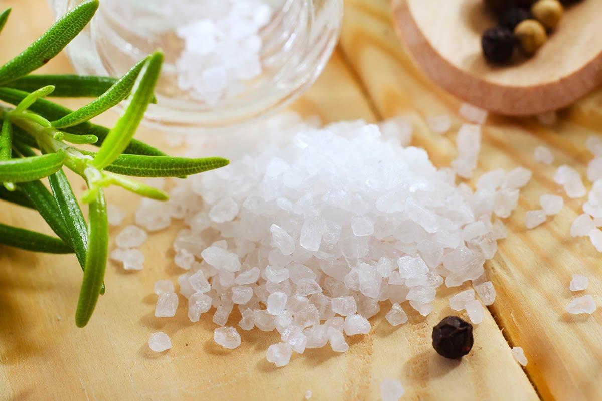 Ваннами с морской солью никого не удивишь, а что насчет душа?