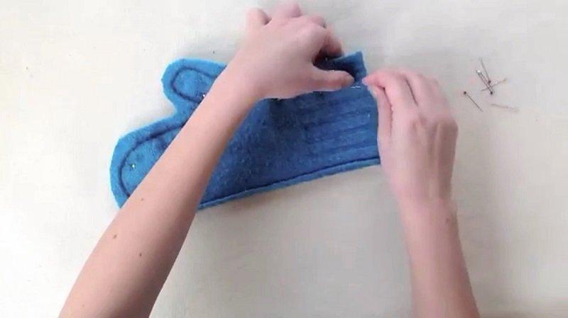 варежка из свитера