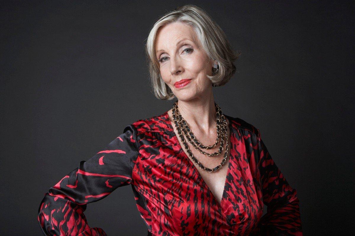 Три женщины старше 60 показали, как наносят макияж, чтобы подчеркнуть свою индивидуальность