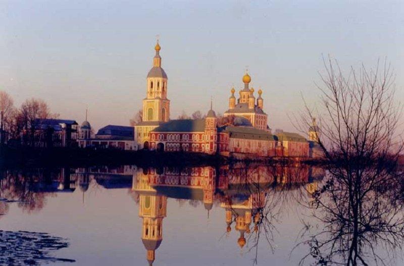 церковь у реки