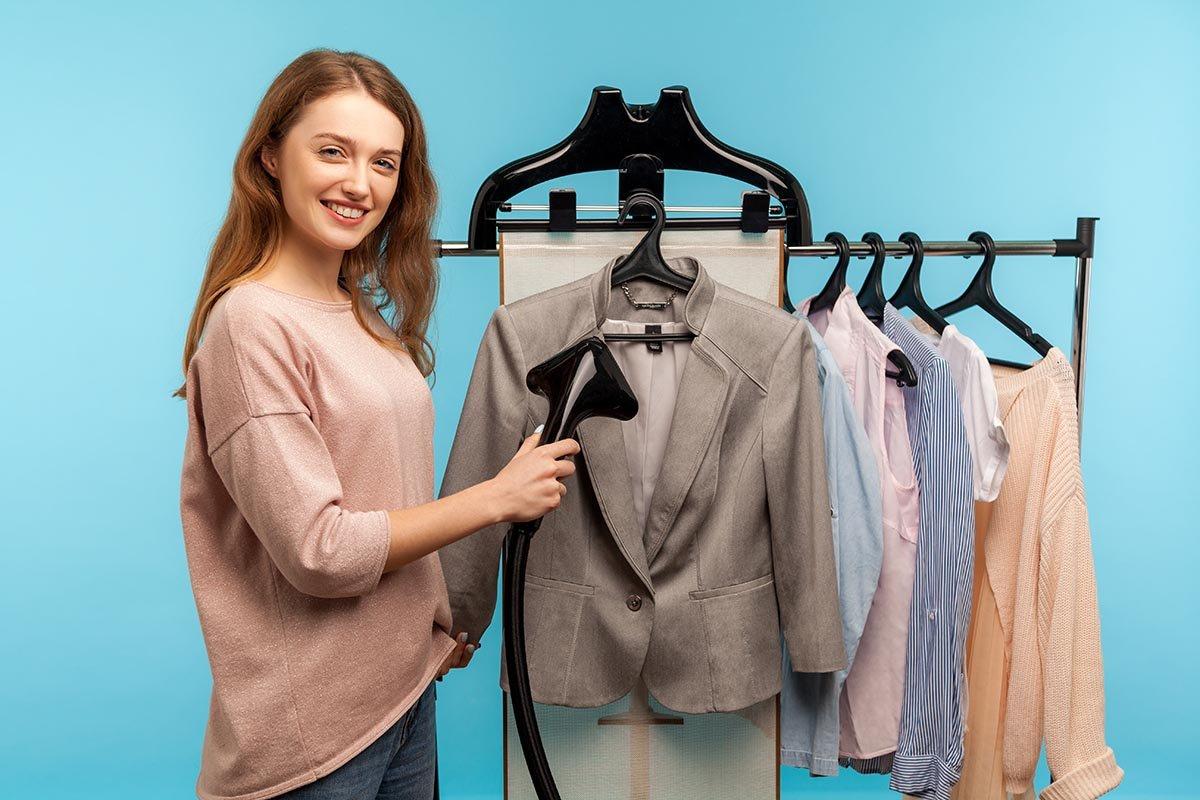 Вертикальный отпариватель для одежды: почему он лучше утюга