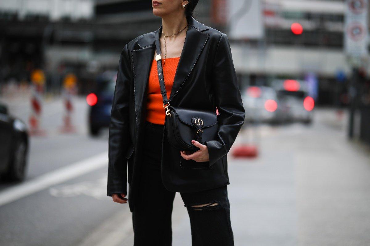 черная одежда для женщин