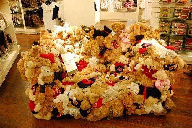 диван из игрушек
